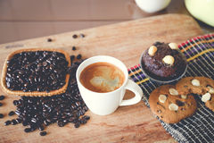 Muffin chocolate and hot coffee. On the table Royalty Free Stock Photos