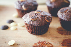 Muffin chocolate. On the table Royalty Free Stock Photos