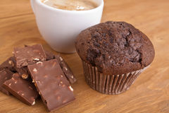 Muffin, cioccolato e caffè Fotografie Stock Libere da Diritti