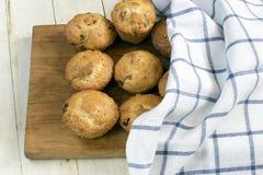 Muffin con l'uva passa fotografie stock