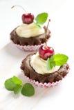 Muffin con la ciliegia Fotografie Stock Libere da Diritti
