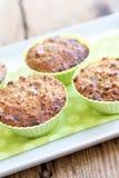 Muffin in de groene vorm van het siliciumbaksel Stock Afbeeldingen