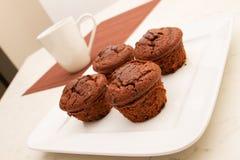 Muffin del cioccolato con una tazza di caffè Fotografia Stock Libera da Diritti