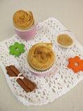 Muffin del dolce della girandola della cannella fotografie stock libere da diritti