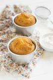 Muffin del limone in latte per cuocere Immagini Stock Libere da Diritti