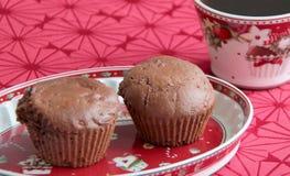 Muffin del pan di zenzero con cacao e cioccolato scuri Fotografia Stock Libera da Diritti