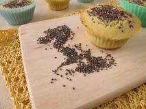 Muffin del pane della farina del mais con i semi di chia Fotografie Stock