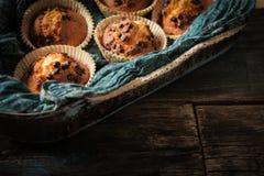 Muffin deliziosi del limone con tè e caffè Fotografia Stock Libera da Diritti