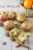 Muffin della cannella e della noce Immagini Stock Libere da Diritti