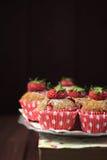Muffin della fragola del grano intero Fotografie Stock Libere da Diritti