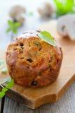Muffin dello spuntino con i funghi ed il basilico Fotografia Stock Libera da Diritti