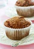 Muffin di crusca sui piatti graziosi Fotografie Stock