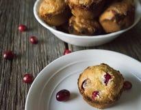 Muffin di festa con il contesto rustico Fotografie Stock Libere da Diritti