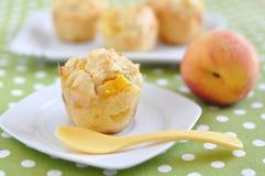 Muffin do pêssego imagens de stock royalty free