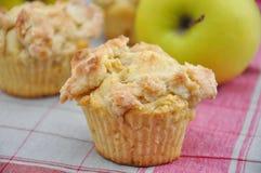 Muffin do Streusel de Apple fotografia de stock