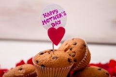 Muffin e carta per la madre Fotografie Stock
