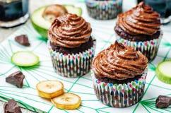 Muffin för chokladzucchinibanan arkivfoton