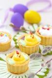 Muffin för vårhöna med påskägg Fotografering för Bildbyråer