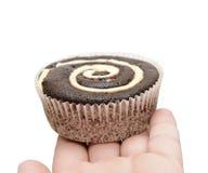 muffin för chokladholdingman Fotografering för Bildbyråer