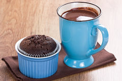 Muffin and hot chocolate Royalty Free Stock Image