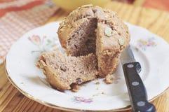 Muffin interi della mela e della cannella con i semi fotografie stock