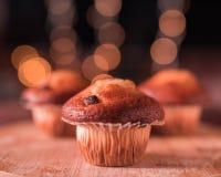 Muffin ist ein einzeln-gro?, gebackenes Produkt stockbild