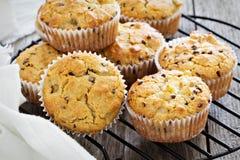 Muffin liberi della mandorla e dell'avena del glutine Fotografia Stock Libera da Diritti