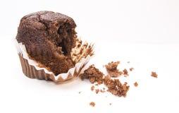 Muffin mangiato per metà del cioccolato Fotografie Stock
