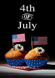 muffin med amerikanska flaggan, lycklig självständighetsdagenbakgrund, 4th av det Juli begreppet Arkivfoto
