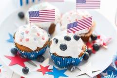 Muffin med amerikanska flaggan på självständighetsdagen Arkivbild