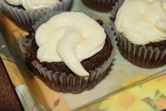 Muffin med en läcker kräm royaltyfria bilder