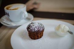 Muffin med glass Arkivbild