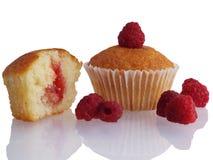 Muffin med hallon Arkivbild