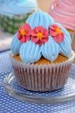 Muffin med kräm Fotografering för Bildbyråer