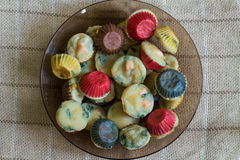 Muffin med laxen, spenat och ost Arkivbilder