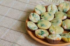 Muffin med laxen, spenat och ost Royaltyfria Bilder