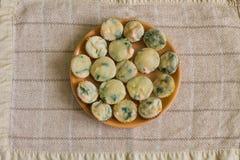 Muffin med laxen, spenat och ost Royaltyfri Fotografi