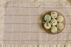 Muffin med laxen, spenat och ost Fotografering för Bildbyråer