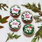 Muffin med meddelandet för nytt år arkivbild