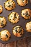 Muffin med nytt spenat- och fetaostslut upp i stekheta di Arkivfoto