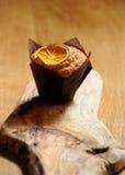 Muffin med orangen Arkivfoto