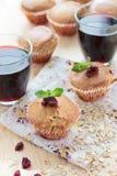 Muffin med tranbär och havremjölet Royaltyfria Foton