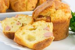 Muffin met ham en mozarella Stock Fotografie