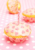 Muffin met kaars voor haar Royalty-vrije Stock Foto's