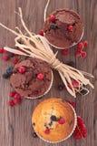 Muffin mit Beeren stockbilder