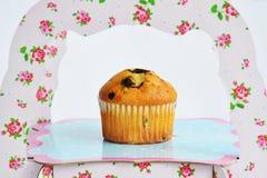 Muffin mit Schokolade auf dem Stand stockbilder