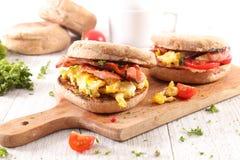 Muffin mit Speck lizenzfreie stockfotos