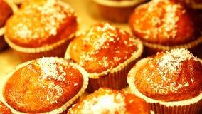 Muffin muffin med kokosnötflingor arkivfilmer