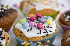 Muffin no detalhe da parte superior do bolo fotos de stock royalty free