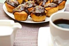 Muffin och kaffe Fotografering för Bildbyråer